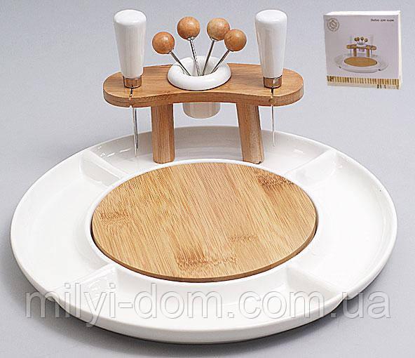 Набор для сыра: ножики, вилочки, на бамбуковой подставке в фарфоровой емкости. 29см