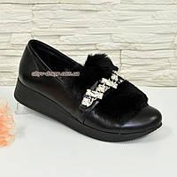Женские черные кожаные туфли, декорированы мехом с фурнитурой. 37 размер