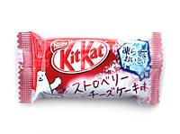 "Шоколадный батончик ""Kitkat"" со вкусом клубничного мороженого, фото 1"
