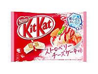 "Шоколадный батончик ""Kitkat"" со вкусом клубничного мороженого"