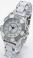 Женские кварцевые наручные часы серебристые с белым