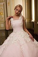 Розовое свадебное платье в белых цветах