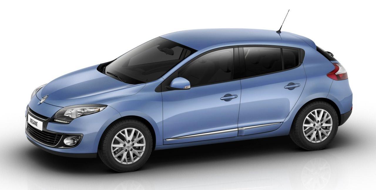 Лобовое стекло Renault Megane3 08-/ Fluense10-/Grandtour 09 с местом под датчик и с молдингом (2010-)