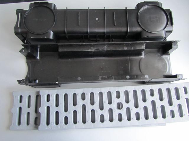Лотки с решетками поверхностного водоотвода