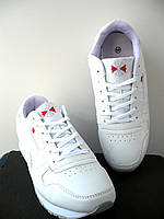 Кроссовки в стиле Reebok classic