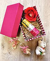 Подарочный набор с гелем для душа и брелочком