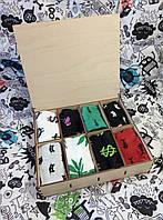 Подарочный набор женских носочков в деревянной коробке.