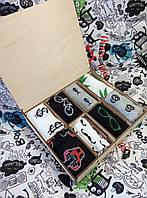 Подарочный набор мужских носков в деревянной коробке.