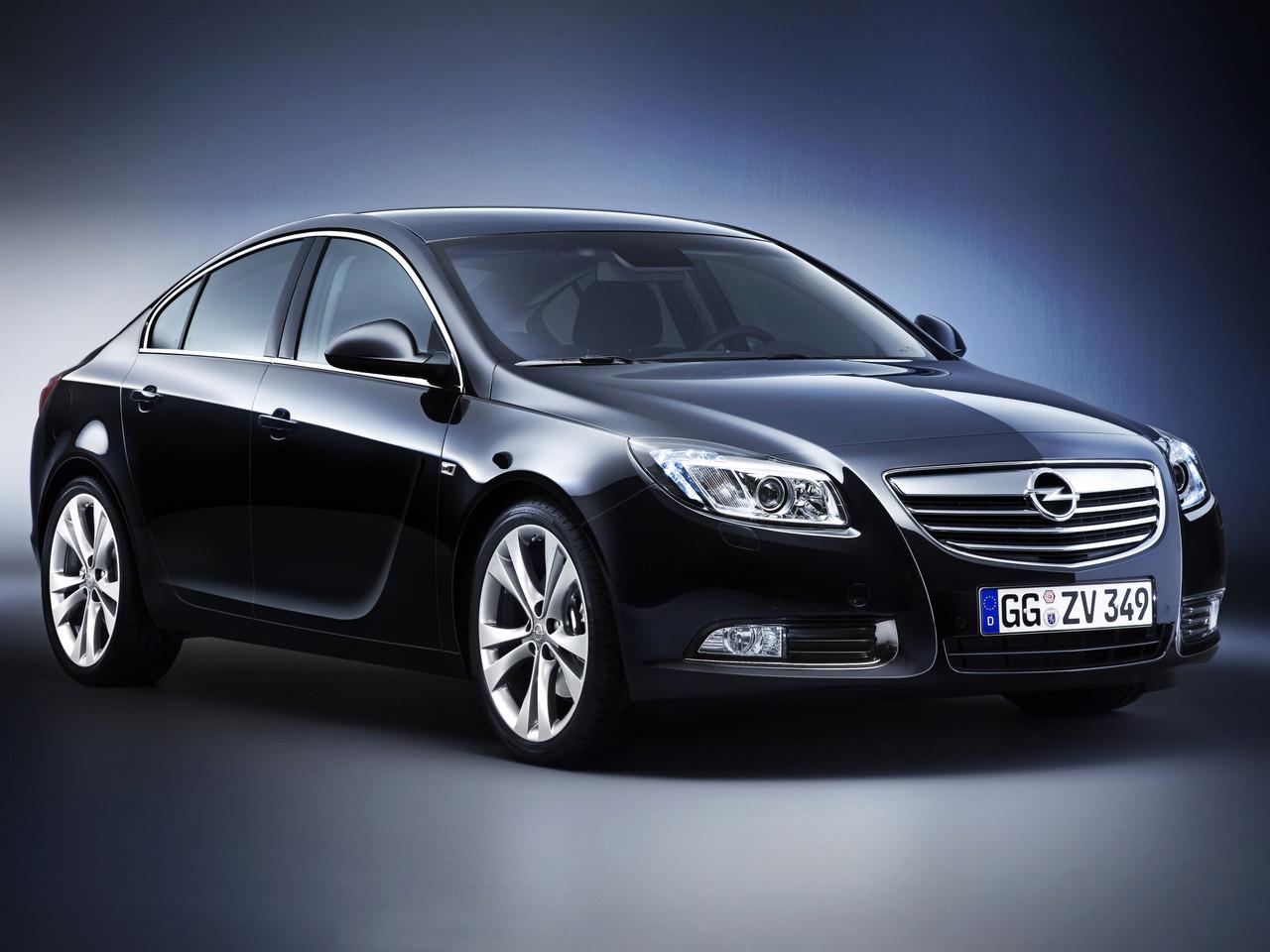 Лобовое стекло Opel Insignia с местом под датчик и молдингом (2008-)