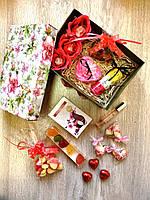Подарочный набор с духами и гелем для душа