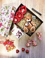 Подарочный набор с помадой kylieи мягкой игрушкой