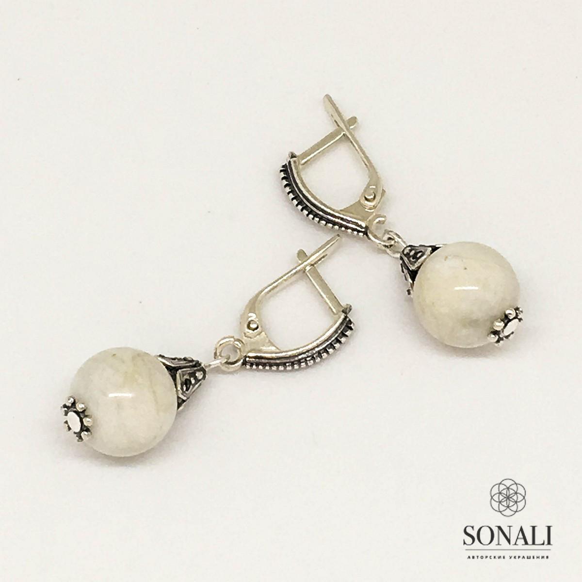 Сережки з місячного каменя