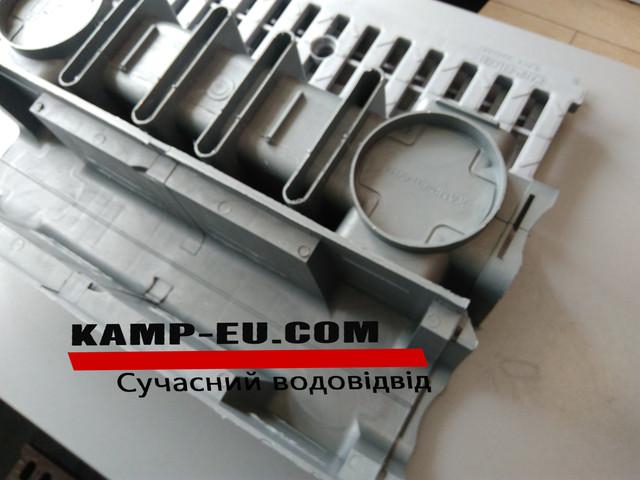 Глубокий канал с дренажной АБС решеткой серого цвета фото