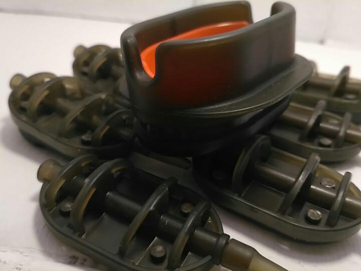 КОРОПОВА ГОДІВНИЦЯ МЕТОД Flat 80 грам+ пластикова пресовалка з кнопкою