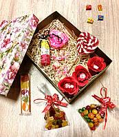Подарочный набор с гелем для душа и сладостями