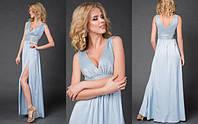 Длинное вечернее платье c разрезом в пепельно голубом цвете