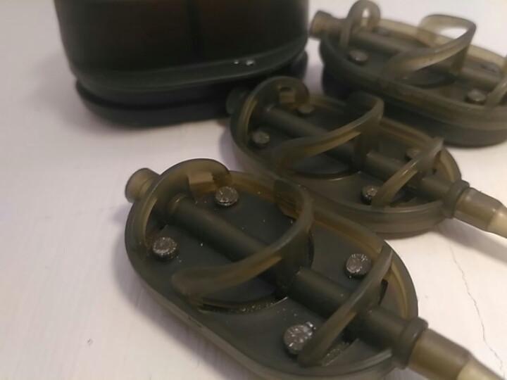 Коропова годівниця Метод Flat Arc 60 грам + пластикова пресовалка з кнопкою.