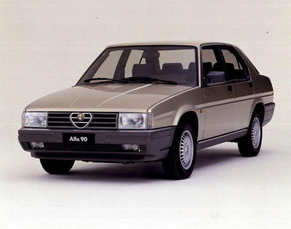 Уплотнитель лобового стекла на Alfa Romeo 90 (1984-1987), седан