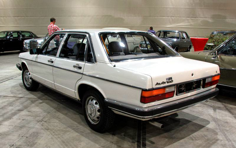 Заднее стекло (ляда) на Audi 100/200 (1976-1982), седан