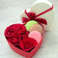Подарочный набор  из сладостей и цветов