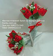"""Небольшой романтический букет из тюльпанов и конфет""""улыбка""""красный"""