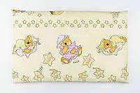 """Подушка детская 60*40 бежевого цвета """"Мишки на подушках"""" с салатовыми звёздами"""