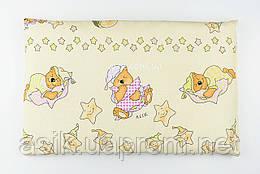 """Подушка дитяча 60*40 бежевого кольору """"Ведмедики на подушках"""" з салатовими зірками"""