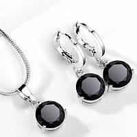Комплект ювелирной бижутерии с черными кристаллами.