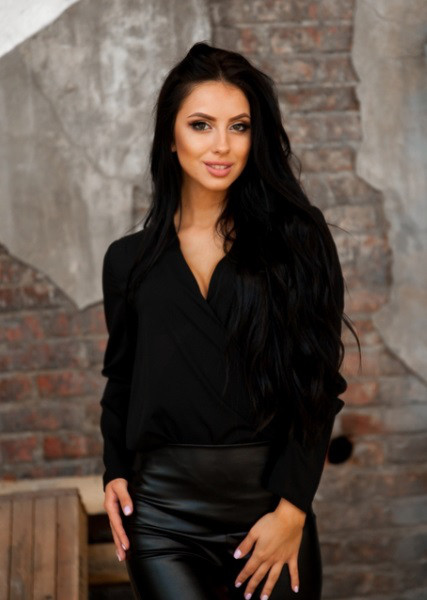 Стильная блуза с запахом черная