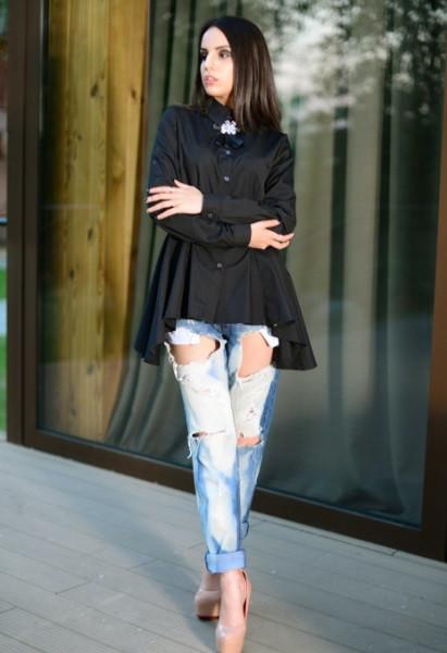 Черная блузка с брошью в комплекте