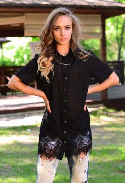 Черная длинная рубашка с кружевом на подоле