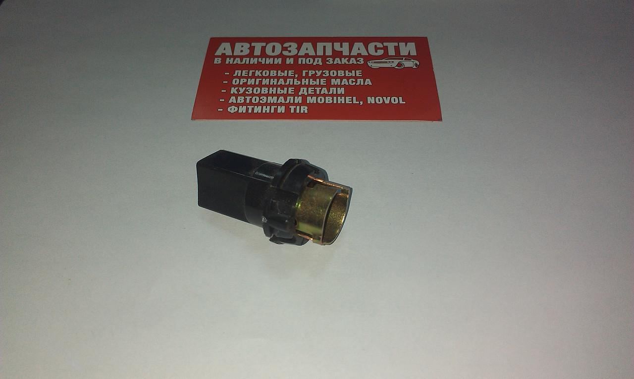 Патрон фонаря номерного знака ВАЗ-2106