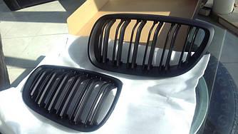 Решетка радиатора BMW E92 ноздри дорестайл стиль M3 (черный мат)