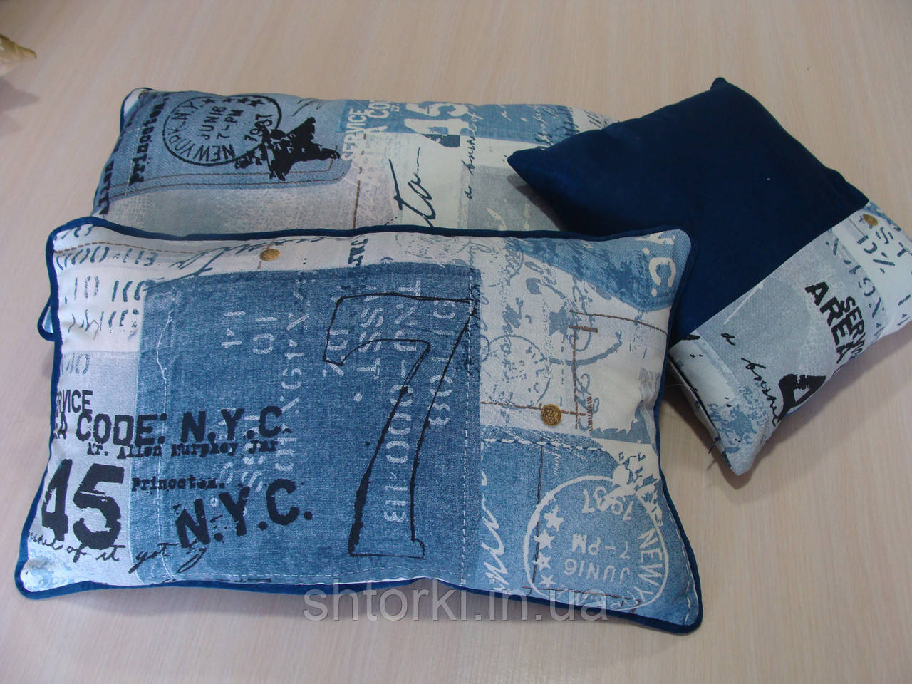 Комплект подушек Синие надписи 3шт с кантом