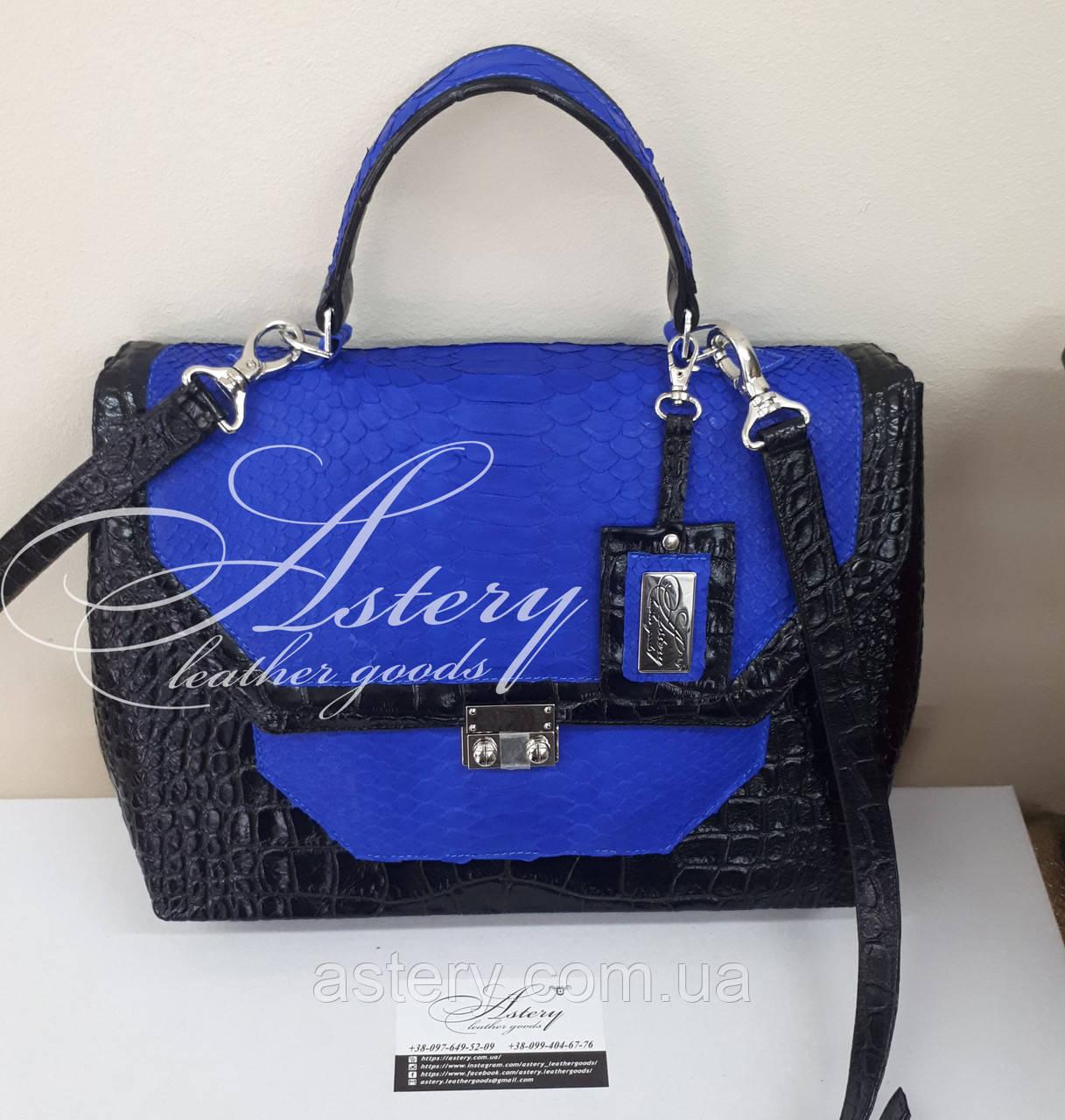 Женская черная классическая сумка с синим питоном