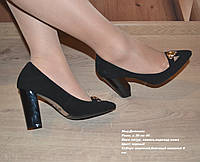 Туфли-лодочки на высоком широком каблуке с острым носком