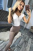 Стильные женское джинсы с застежкой змейка сзади бежевого цвета . Арт-6070/91