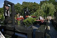 Памятник с  квадратной  колонной №10