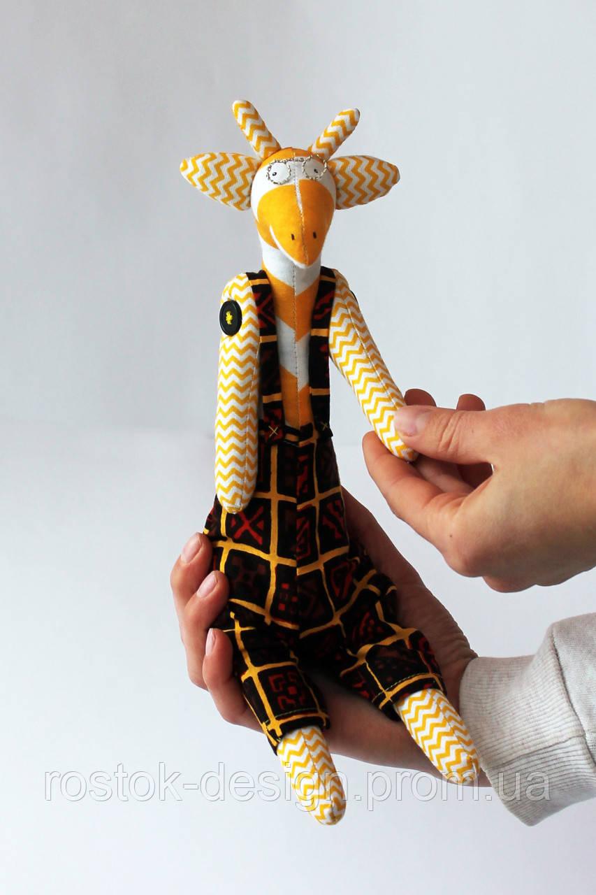 Жираф мальчик в комбинезоне и очках