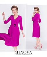 Красива сукня з креп-дайвінгу, доповнена пліссе