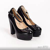 Туфли черные из эко-кожи с ремешком на высоком каблуке и платформе