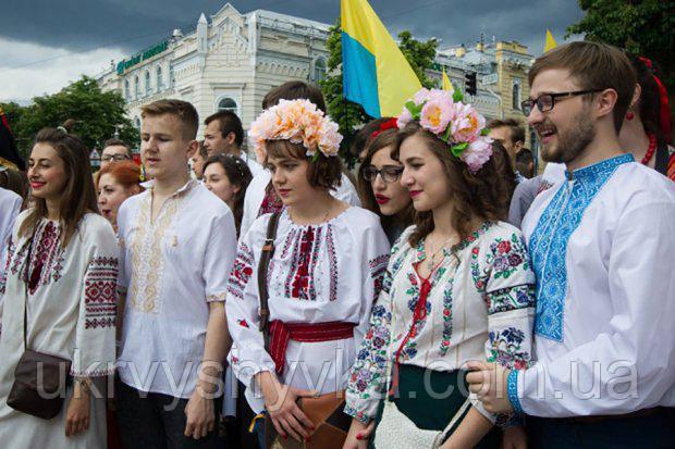 День вишиванки в Україні. Статті компанії «Квітуча вишиванка» bed0a592d21d6