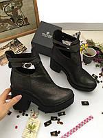 Демисезонные женские ботинки на толстом каблуке и платформе.