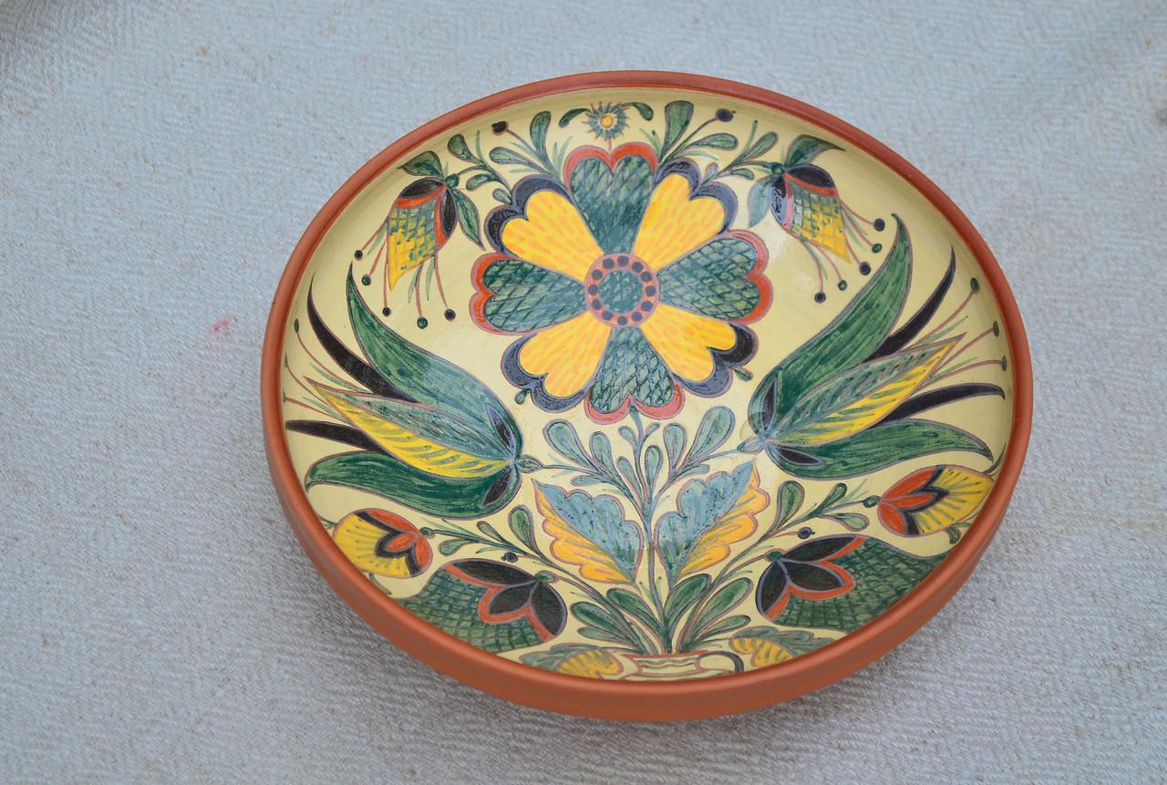 Керамические тарелки, миски