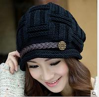 Удобная теплая вязаная шапка черная