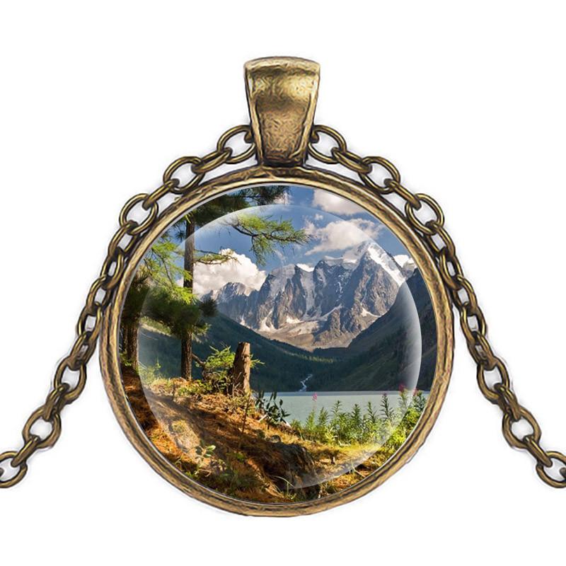 Кулон прогулка в горах