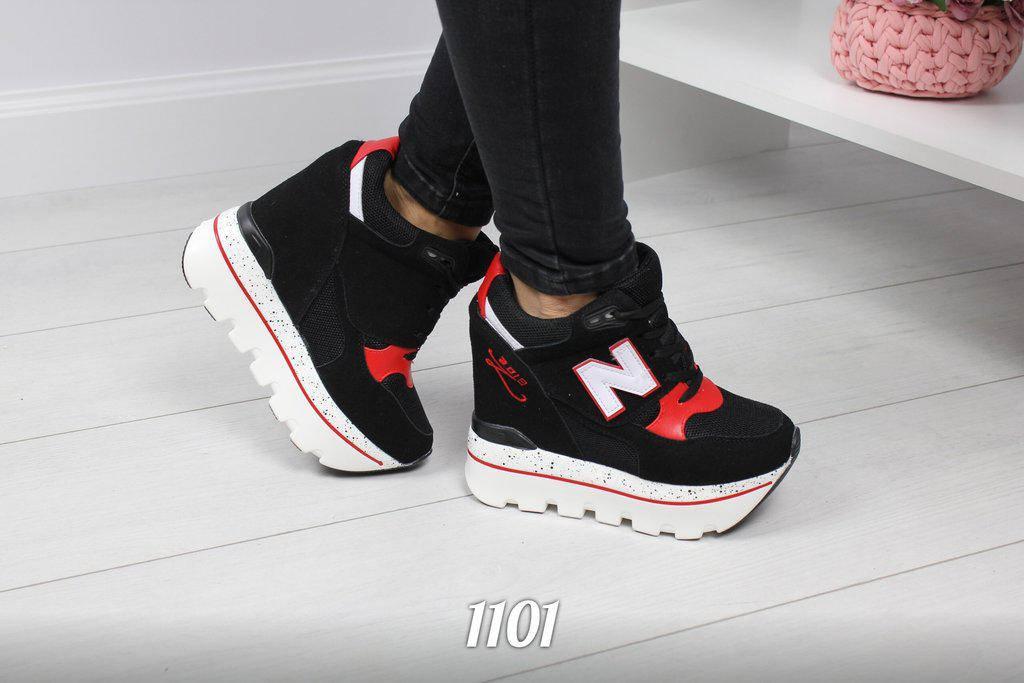 Женские чёрные с красными вставками кроссовки на платформе танкетке сникерсы на шнуровке NB копия