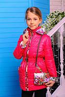 Яркая демисезонная детская куртка «Цветы» с сумочкой на девочек 7-8 лет (р. 32-34 / 122-128 см) ТМ MANIFIK Малина