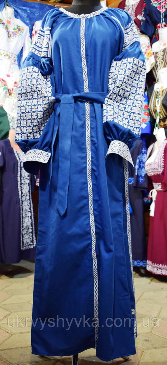 Довга вишита сукня