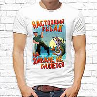 """Мужская футболка """"Настоящий рыбак на диване не валяется"""", футболка с приколом для рыбака, подарок папе"""